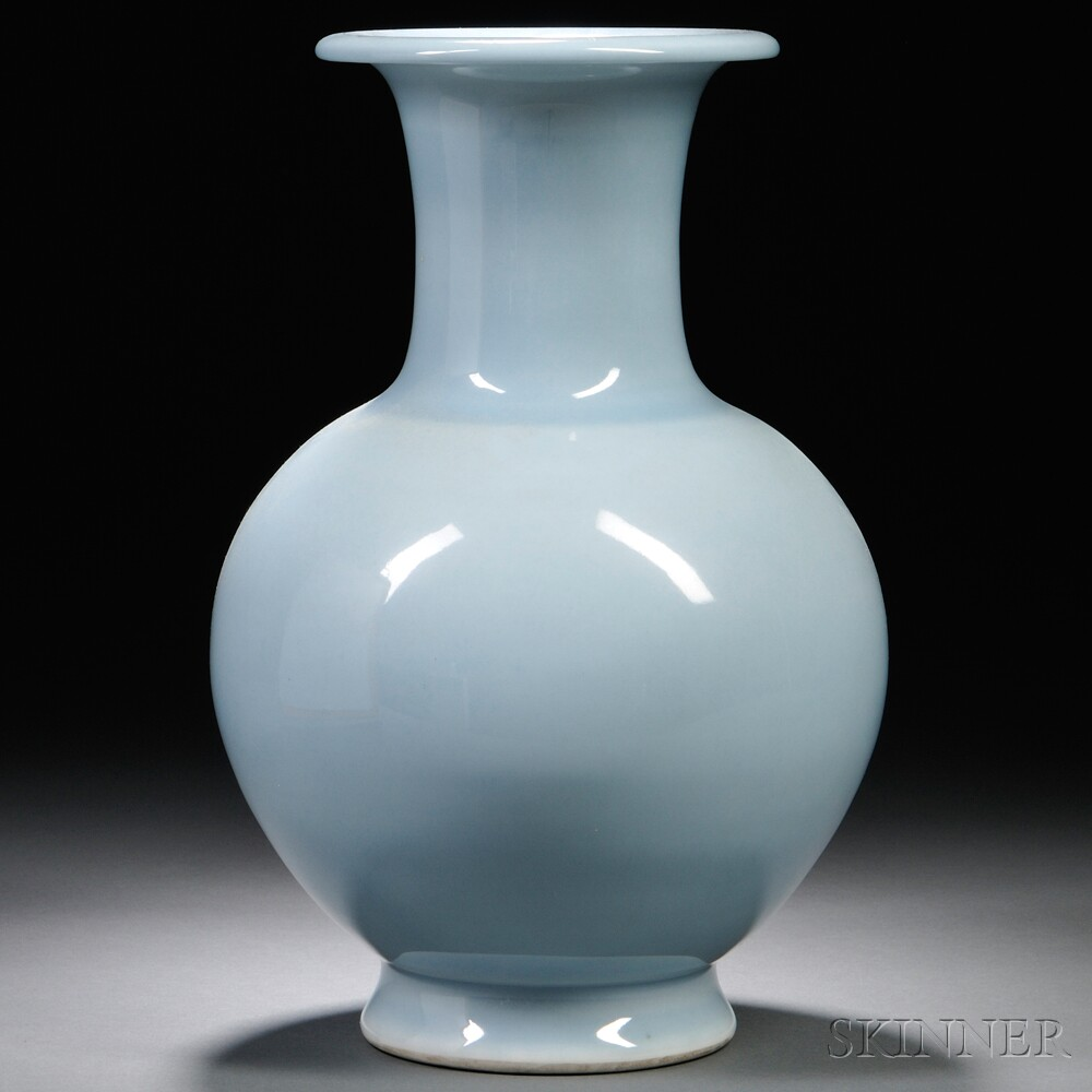 Sky Blue-glazed Vase