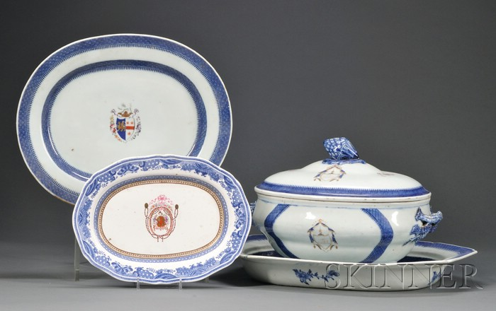 Four Armorial-decorated Export Porcelain Table Items
