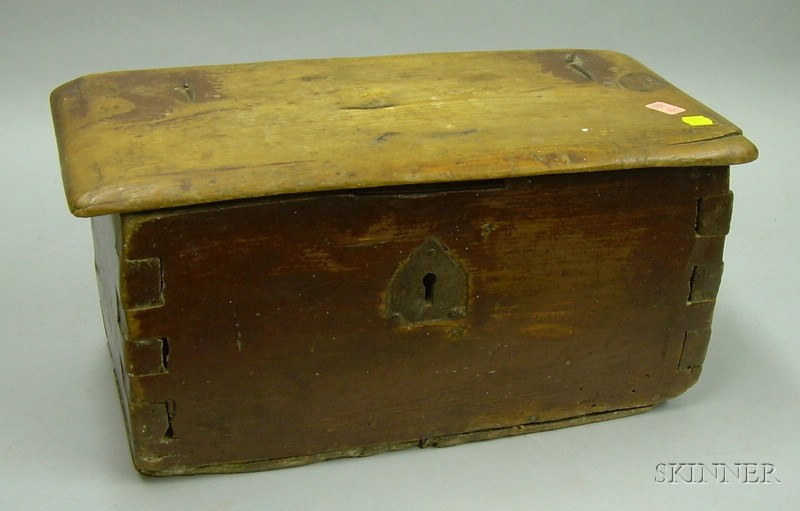 Small Country Red-painted Pine Dovetail-constructed Lidded Box