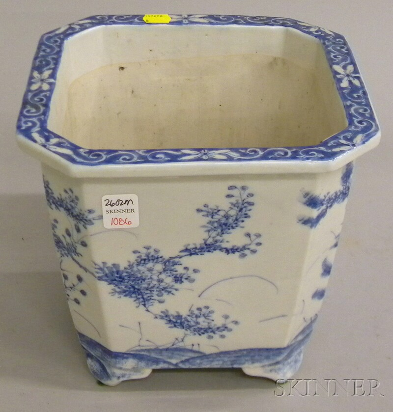 Chinese Blue and White-decorated Porcelain Footed Jardiniere