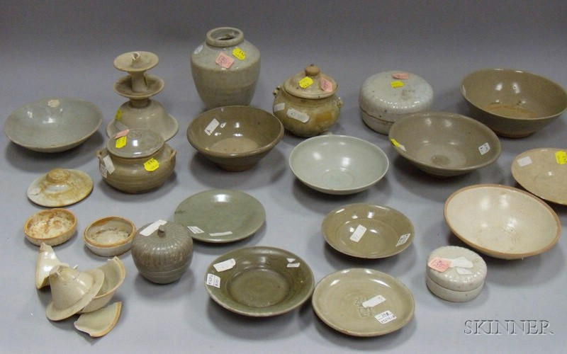 Group of Chinese Archaic-style Glazed and Unglazed Items