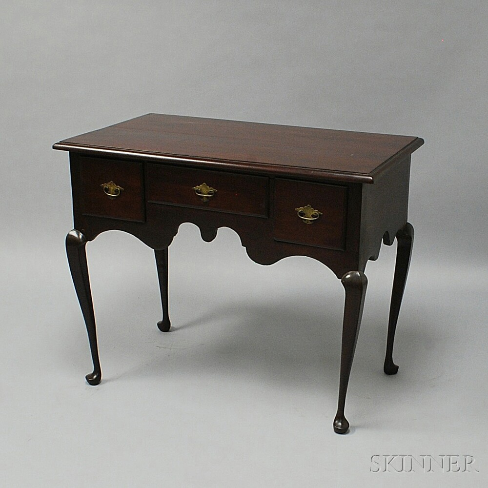 Queen Anne-style Mahogany Dressing Table