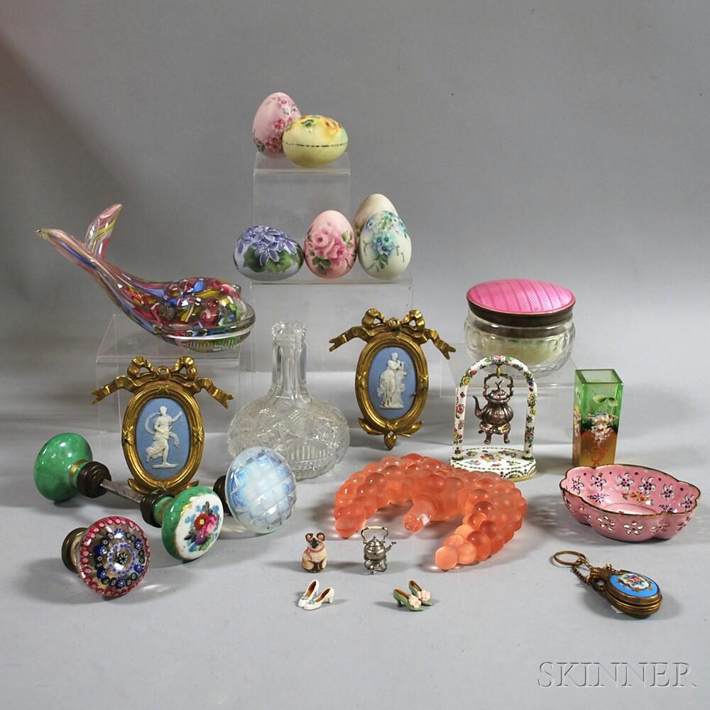 Approximately Twenty-two Small Decorative Items