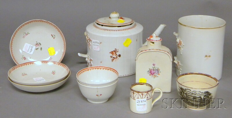 Eight Pieces of Chinese Export Porcelain Tableware