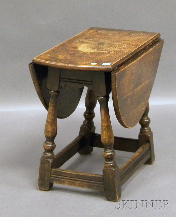 Diminutive William & Mary-style Oak Drop-leaf Table