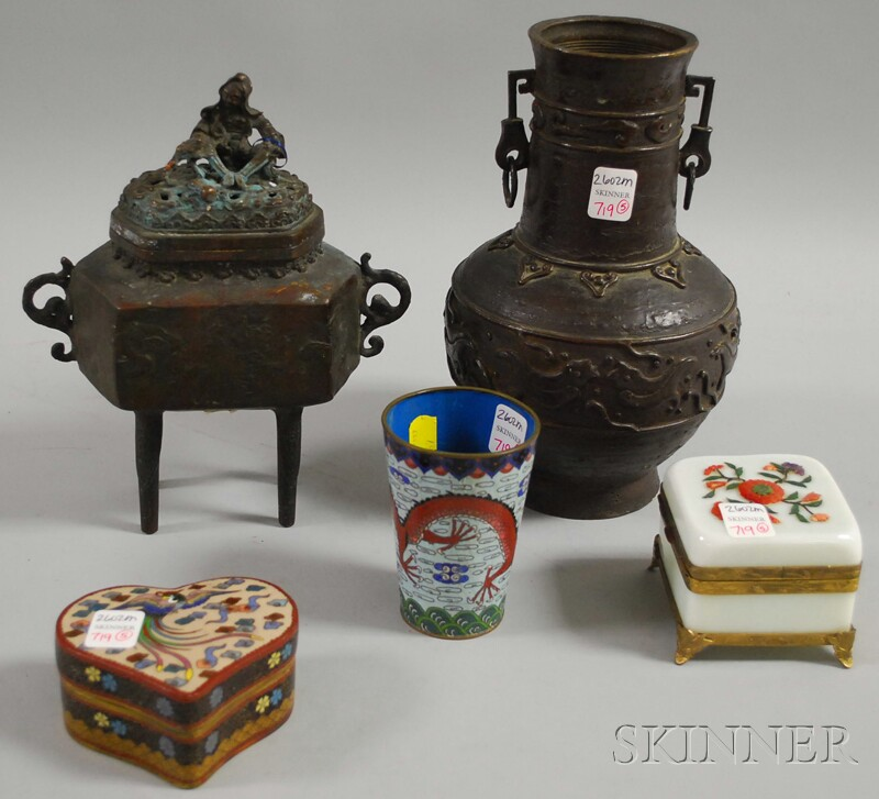 Five Assorted Chinese Decorative Items