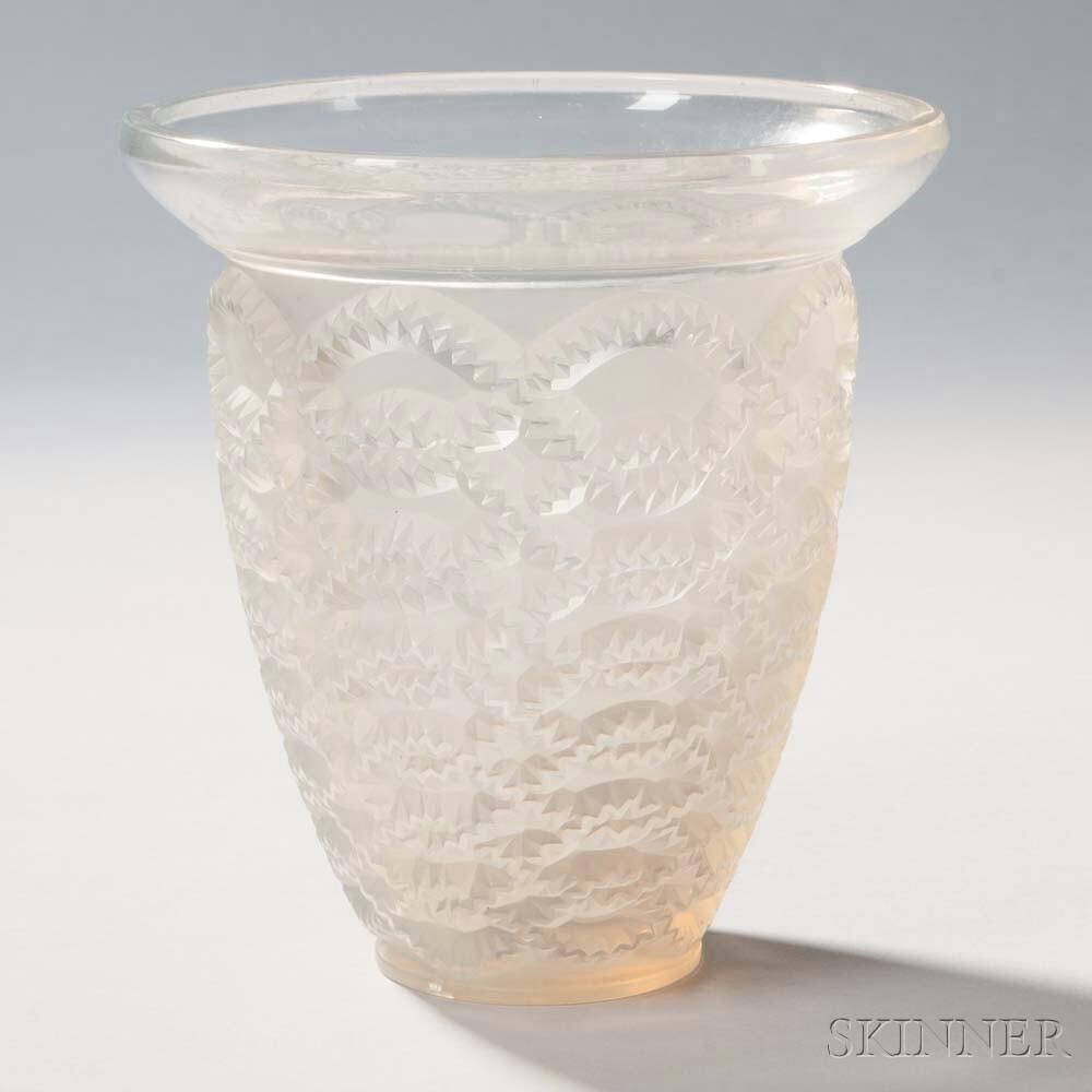 R. Lalique Guirlandes Vase