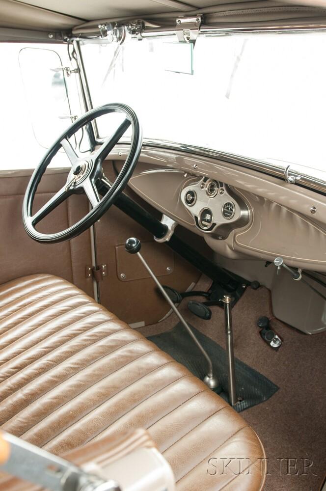1931 Ford Deluxe Roadster Award Winner