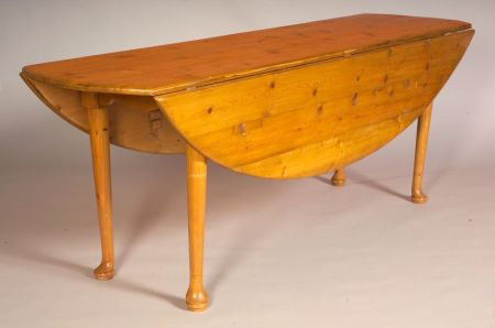 Queen Anne Style Pine Drop leaf Tavern Table