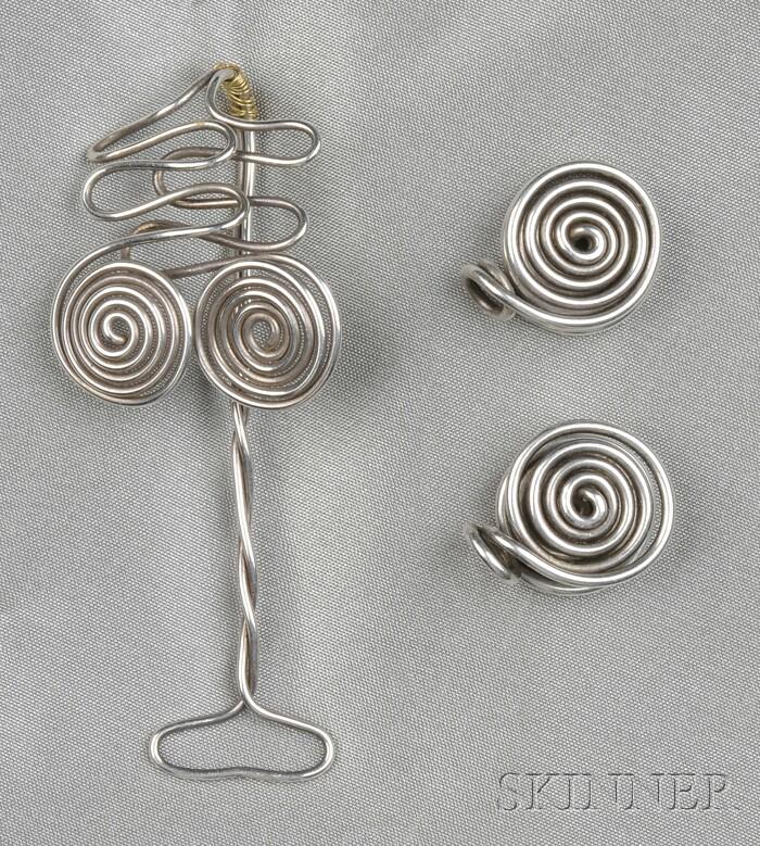 Silver Wire Shirt Collar Holder, Margret Craver