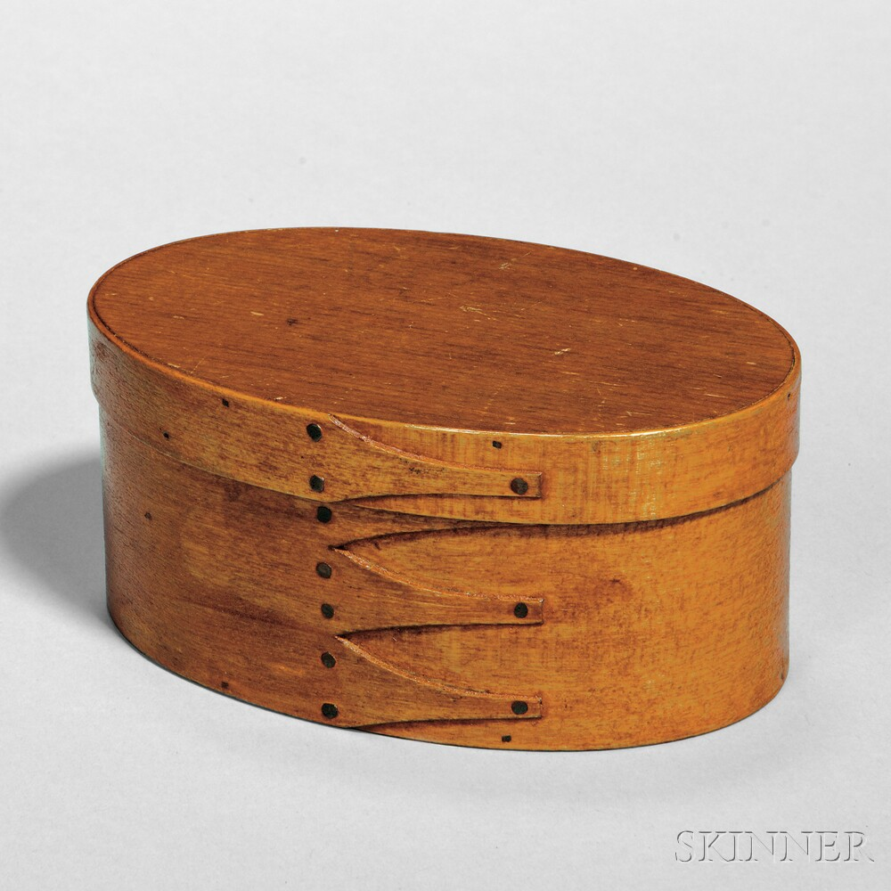 Shaker Red/Bown-stained Maple and Pine Oval Covered Box