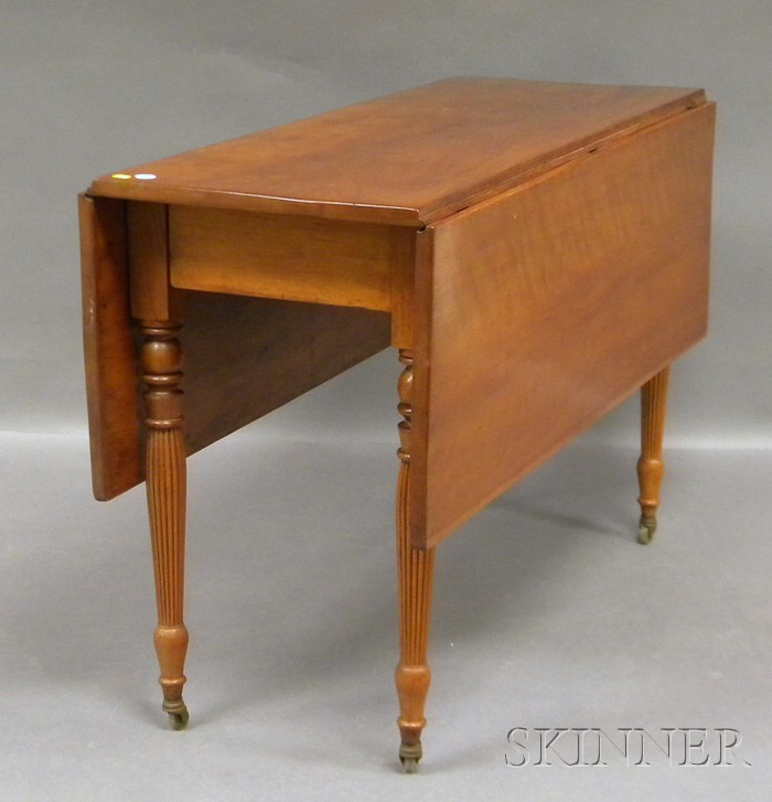 Late Federal Cherry Drop-leaf Table with Turned and Reeded Legs