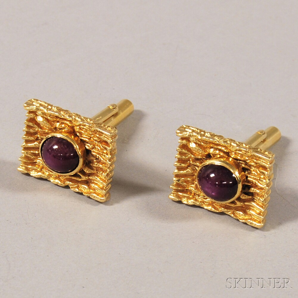 14kt Gold and Cabochon Star Ruby Cuff Links