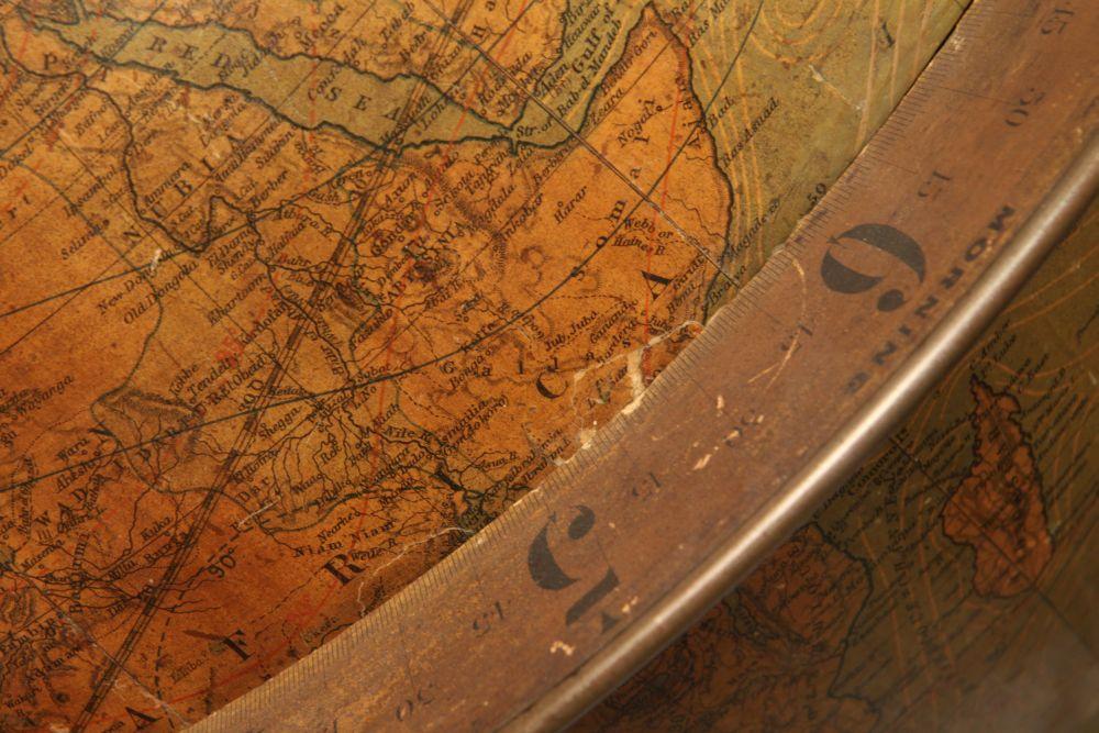 Juvet & Co. Time Globe Table Clock