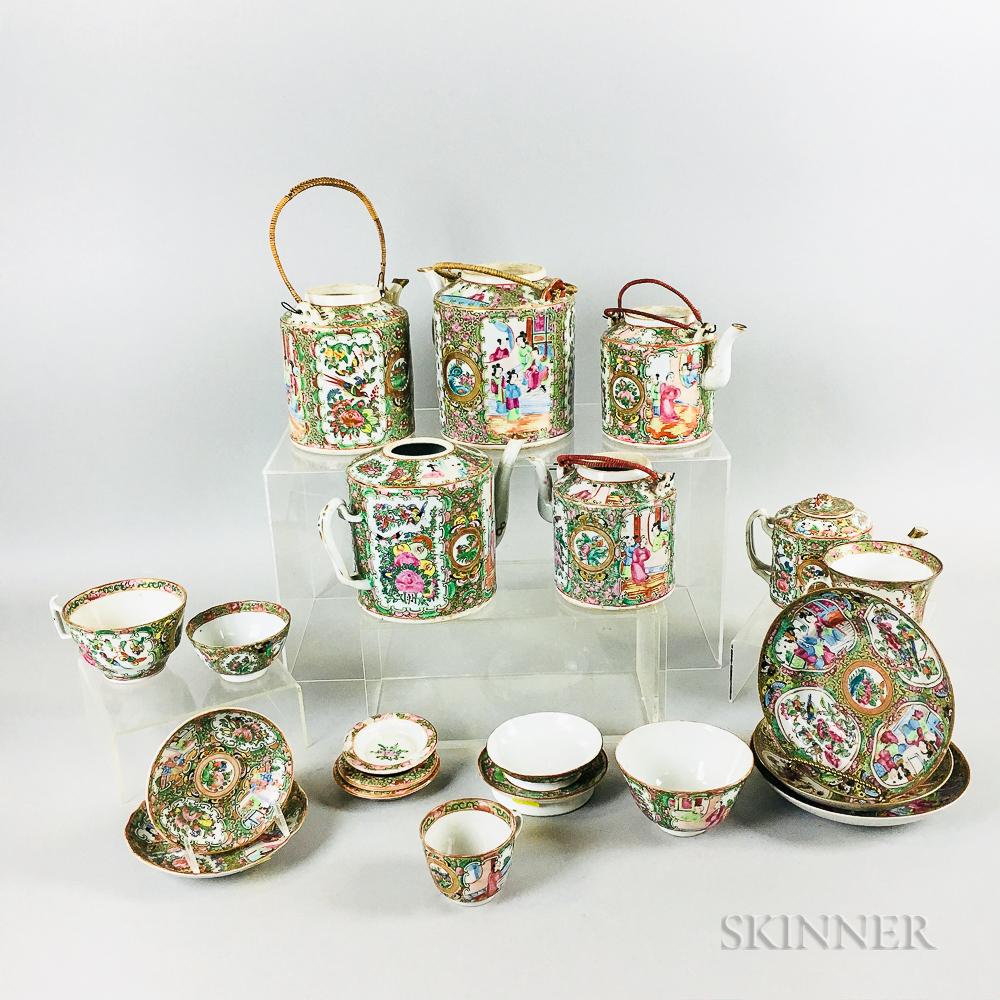 Twenty-one Rose Medallion Export Porcelain Table Items