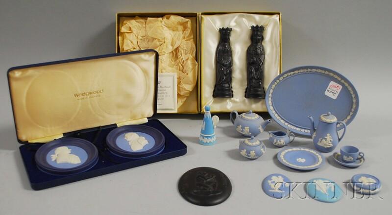 Seventeen Pieces of Assorted Wedgwood Ceramics