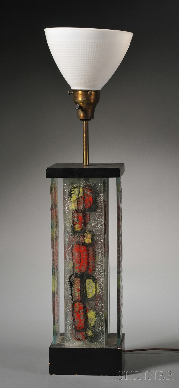 Modernistic Decorative Table Lamp