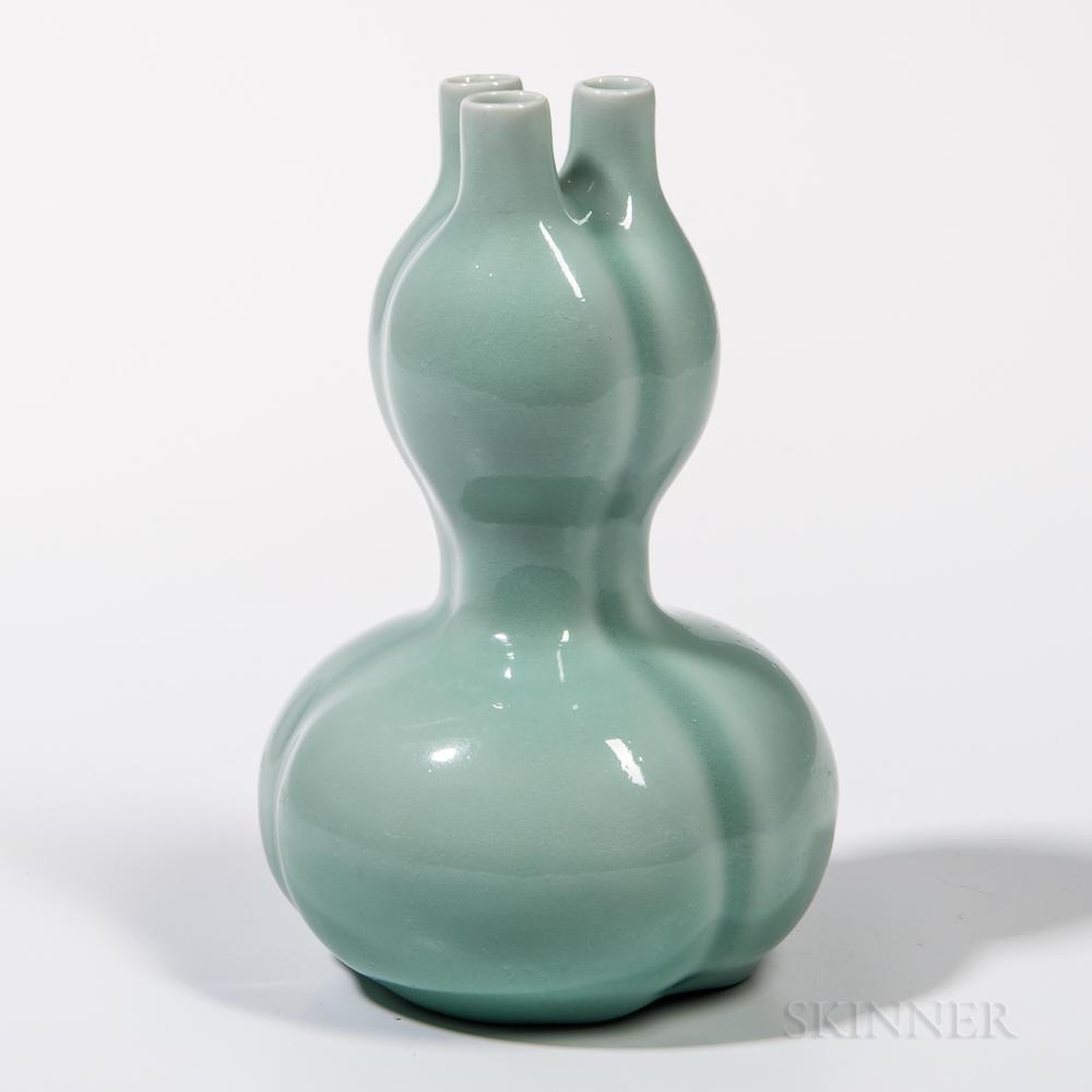 Celadon-glazed Three-lobed Conjoined Gourd Vase
