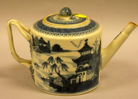 Chinese Export Porcelain Blue and White Canton Teapot.