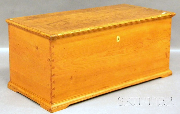 Pine Dovetail-constructed Blanket Box