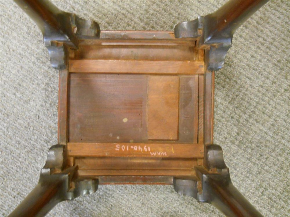 Queen Anne-style Mahogany Tea Table