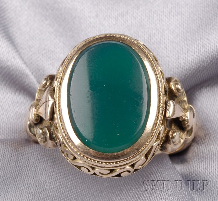Antique 14kt Gold and Green Chalcedony Ring