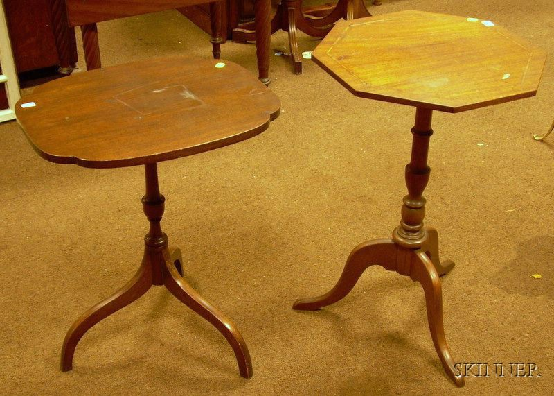 Two Federal-style Mahogany Tilt-top Candlestands
