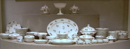 French Porcelain Chinoiserie Decorated Dinner Service
