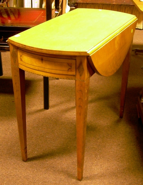 Federal-style Inlaid Mahogany and Mahogany Veneer Drop-leaf Table with End Drawer.