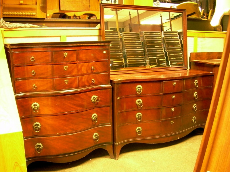 Kent-Coffey Evanshire Mahogany and Mahogany Veneer Serpentine Tall Chest and Twelve-Drawer Dresser with Mirror....