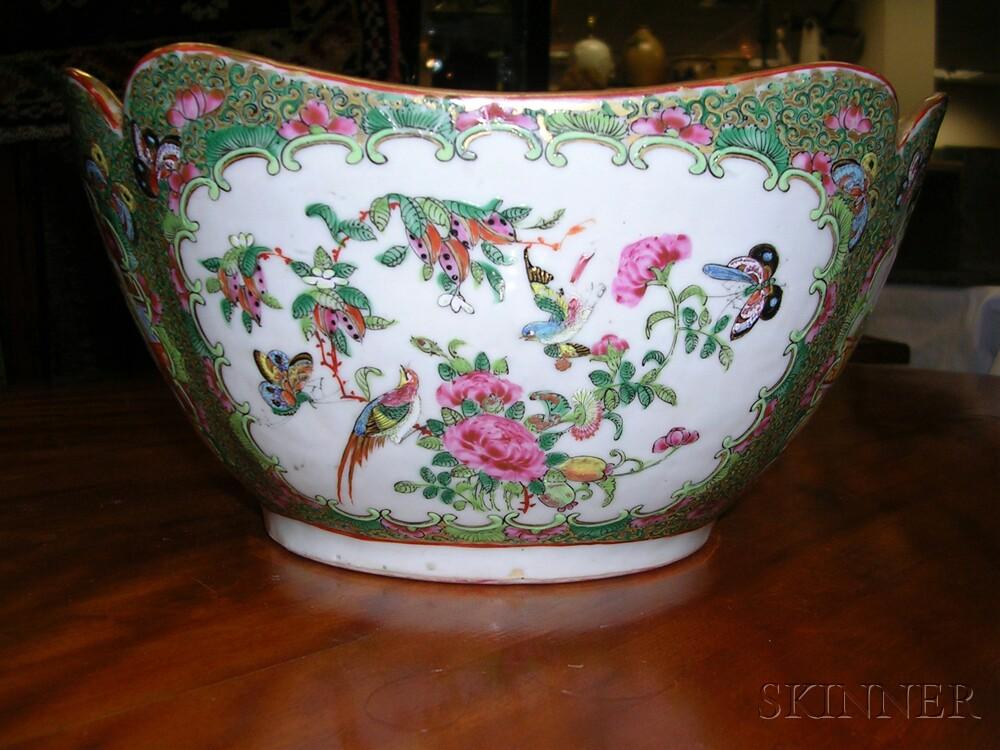 Rose Medallion-decorated Porcelain Cut-corner Bowl