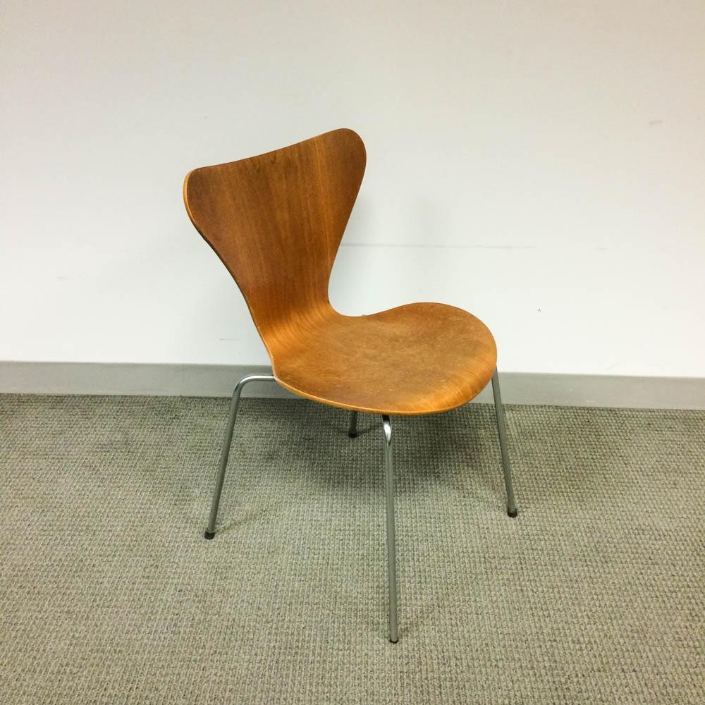 """Arne Jacobsen for Fritz Hansen """"Series 7"""" Chair"""