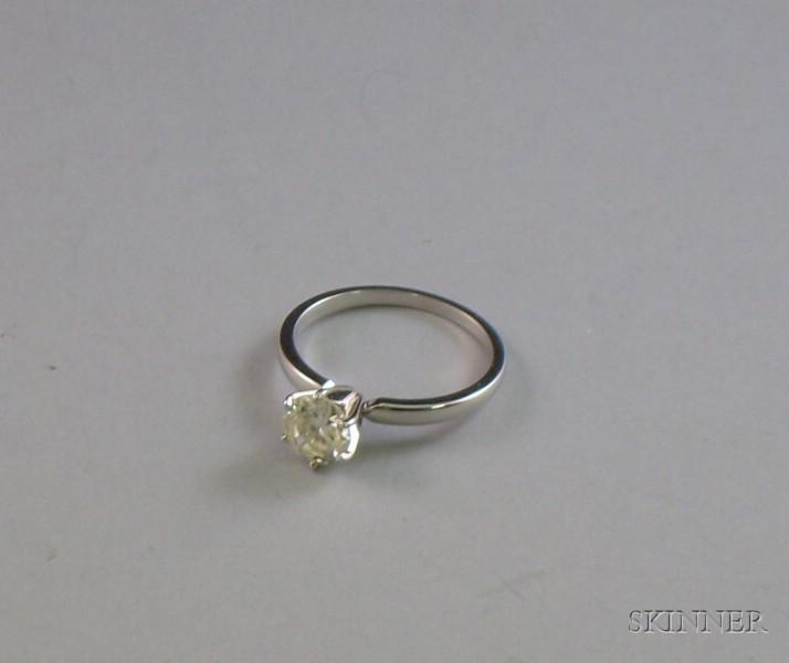 14kt White Gold and Round Brilliant-cut Diamond Solitaire