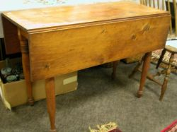 Pine Drop-leaf Table.