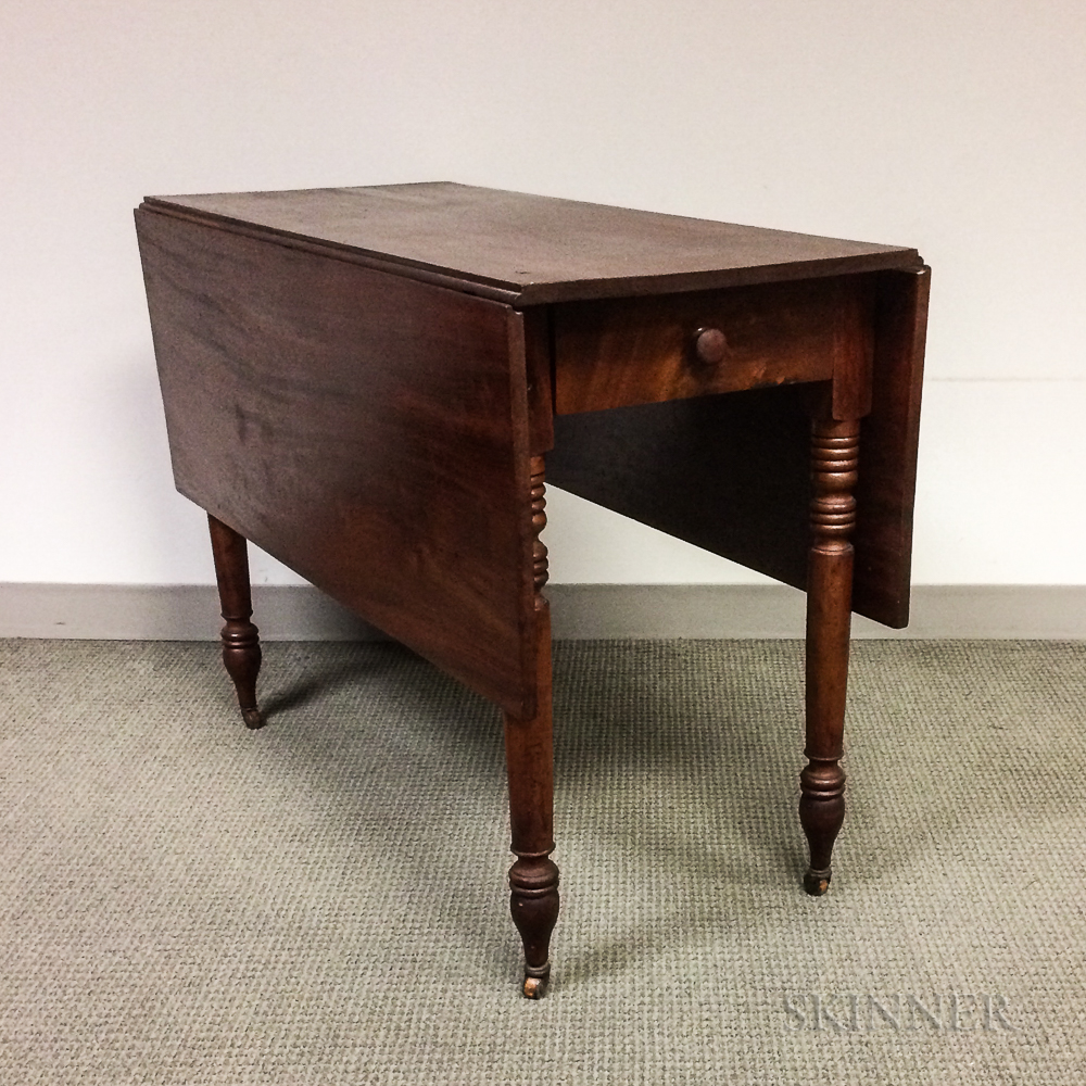 Late Federal Mahogany One-drawer Drop-leaf Table