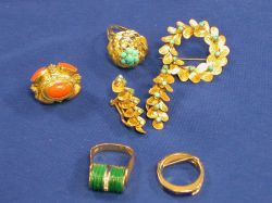 Small Group of Gold and Hardstone Jewelry.