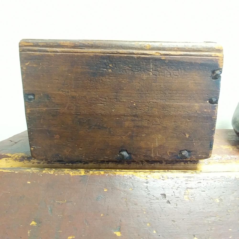 "Chip-carved ""1701"" Dated Pine Slide-lid Box"