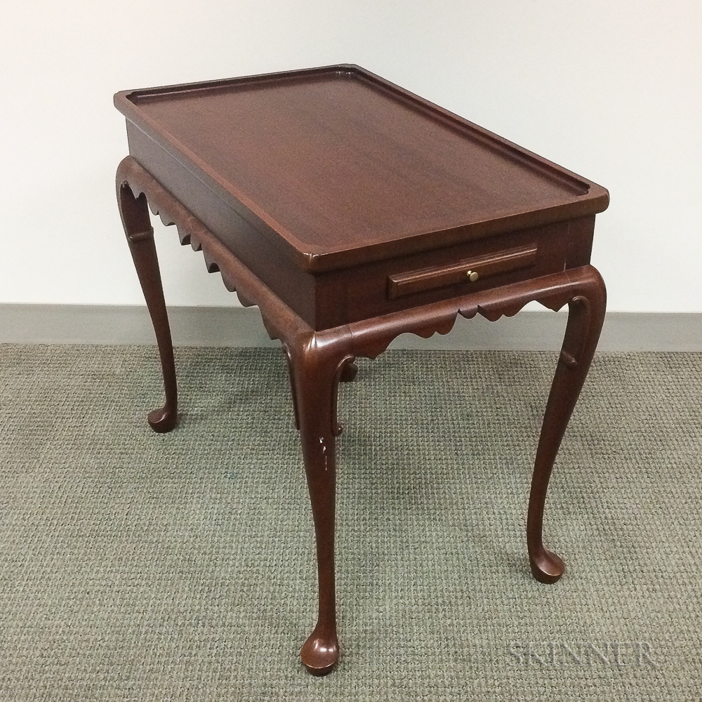 Owen Suter for Colonial Williamsburg Queen Anne-style Mahogany Tea Table