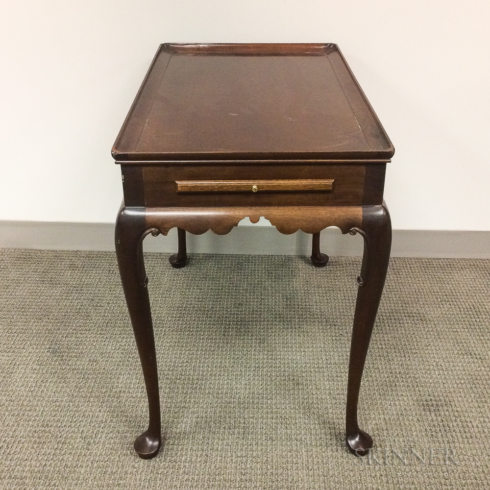 Stickley for Colonial Williamsburg Queen Anne-style Mahogany Tea Table