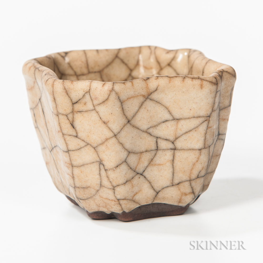 Guan-type Crackle-glazed Cup