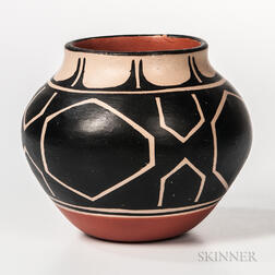 Contemporary Santo Domingo Pottery Jar