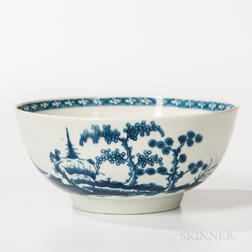 Chinoiserie-decorated Worcester Porcelain Bowl