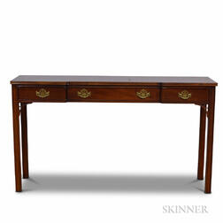 Hickory Chippendale-style Mahogany Sofa Table