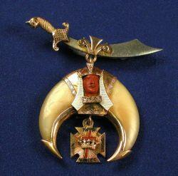 Masonic 14kt Gold and Tiger Claw Insignia Pin