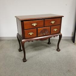 Chippendale-style Mahogany Dressing Chest