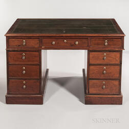 Edwardian Mahogany-veneered and Leather-topped Partners' Desk