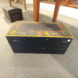 Paint-decorated Dome-top Box