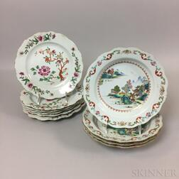 Set of Six Chinese Export Porcelain Scalloped Dinner Plates and Four Soups