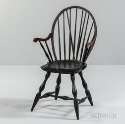 Black-painted Braced Bow-back Windsor Applied Armchair