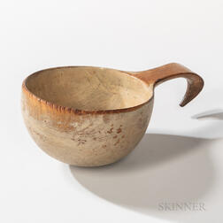 Shaker Putty White-Painted and Carved Dipper
